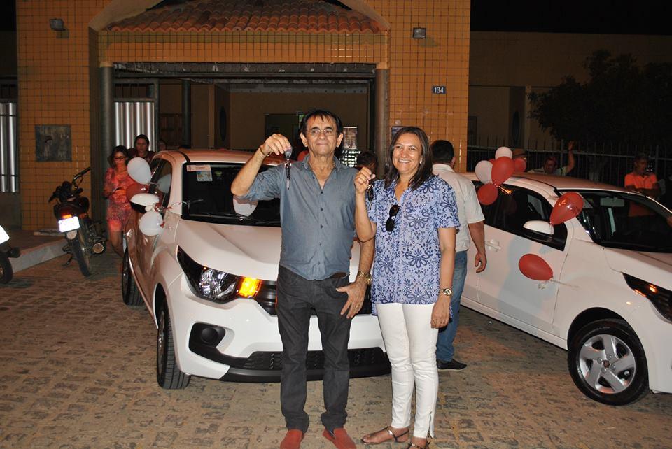 Prefeitura de Mato Grosso entregou dois carros novos