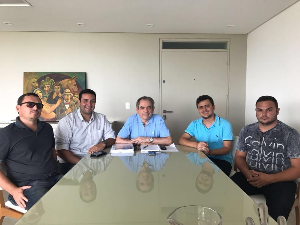 Deputado acompanha prefeito de Lagoa durante reunião com Raimundo Lira