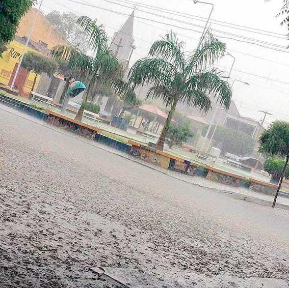 Chuva acumula 64 milímetros em Jericó; veja vídeo que registra passagem molhada