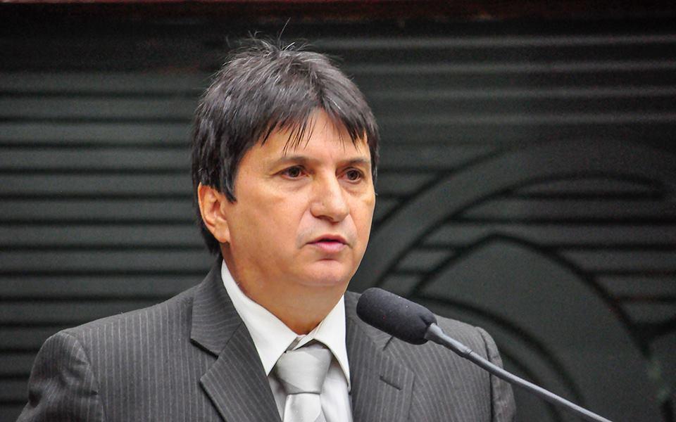Janduhy Carneiro diz que governador persegue gestão de Verissinho em Pombal