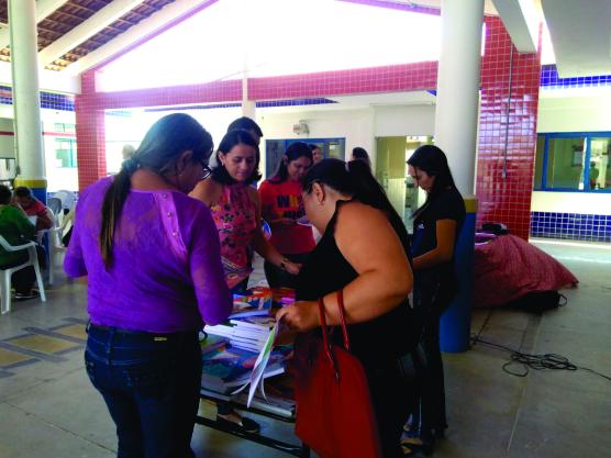 Professores da rede municipal de Mato Grosso realizam escolha de livros didáticos