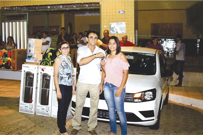 Prefeitura de Mato Grosso entrega carro para o NASF e sorteia brindes para os alunos da rede municipal