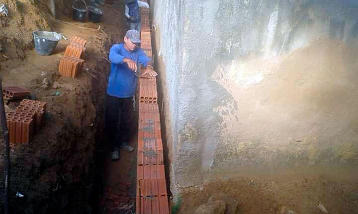 Prefeitura de Mato Grosso constrói base de contenção em parede do estádio municipal