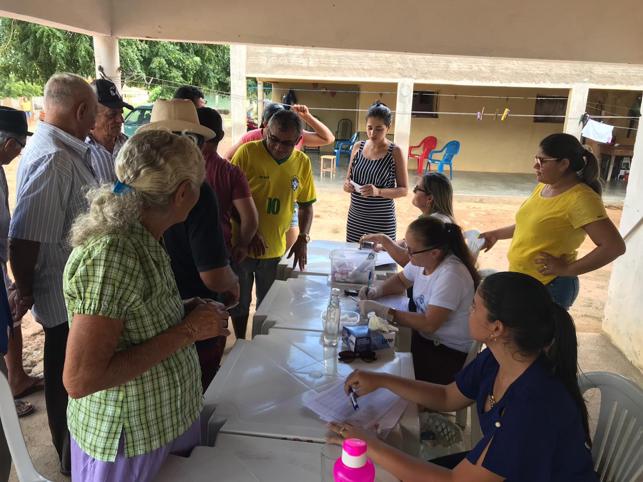 Moradores da Comunidade Riachão dos Irias recebem Caravana da Saúde