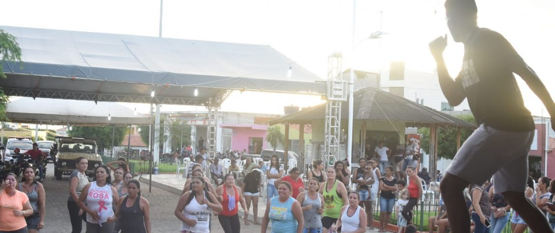 Com Zumba, grupo 'Divas Ativas' leva alegria à Praça José João de Lima