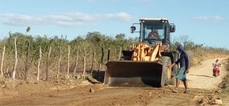 """""""É o progresso"""", afirma prefeito de Mato Grosso sobre a recuperação de estradas que dão acesso ao município"""