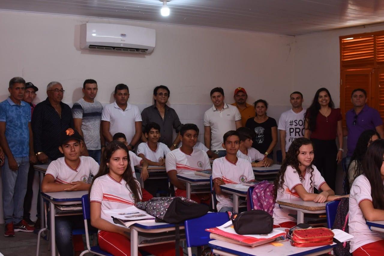 Durante visita técnica do prefeito Doca Lima, alunos da Escola Maria de Lourdes agradecem implantação de climatizadores
