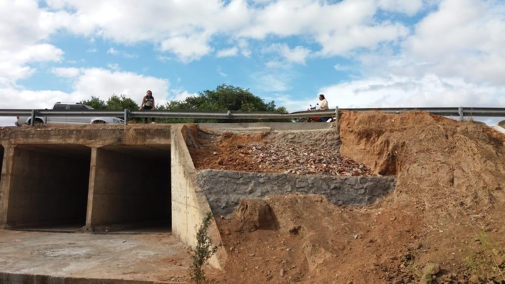 Secretaria de Obras, Viação e Urbanismo recupera trecho da ponte do Riachão das Pedras, em Mato Grosso