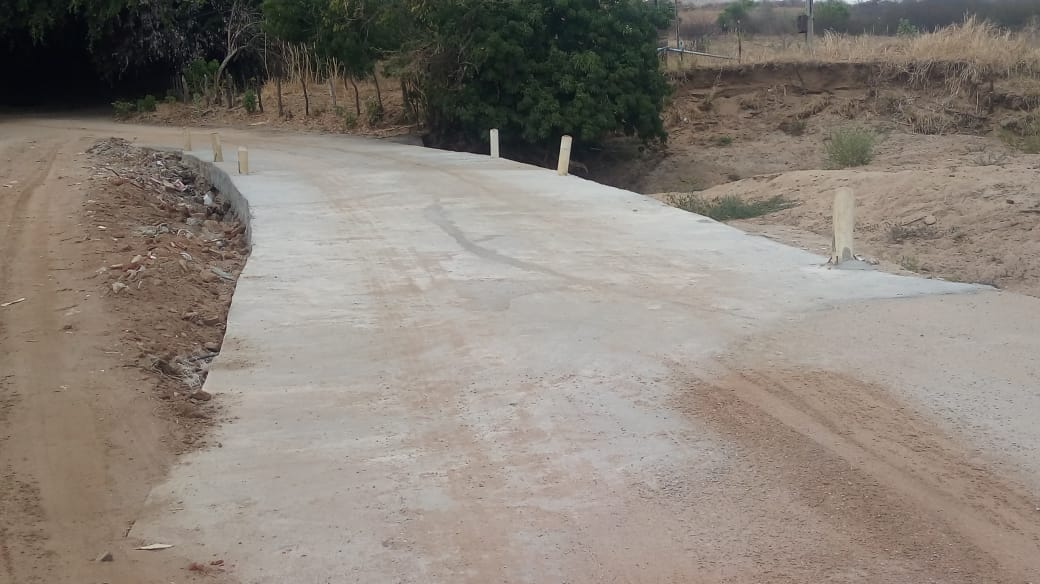 Prefeitura conclui recuperação das passagens molhadas de Riachão do Irias e Alto do Cruzeiro