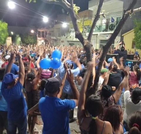 Aglomeração em inauguração de comitê de Hallysson, gerou ação eleitoral em Jericó
