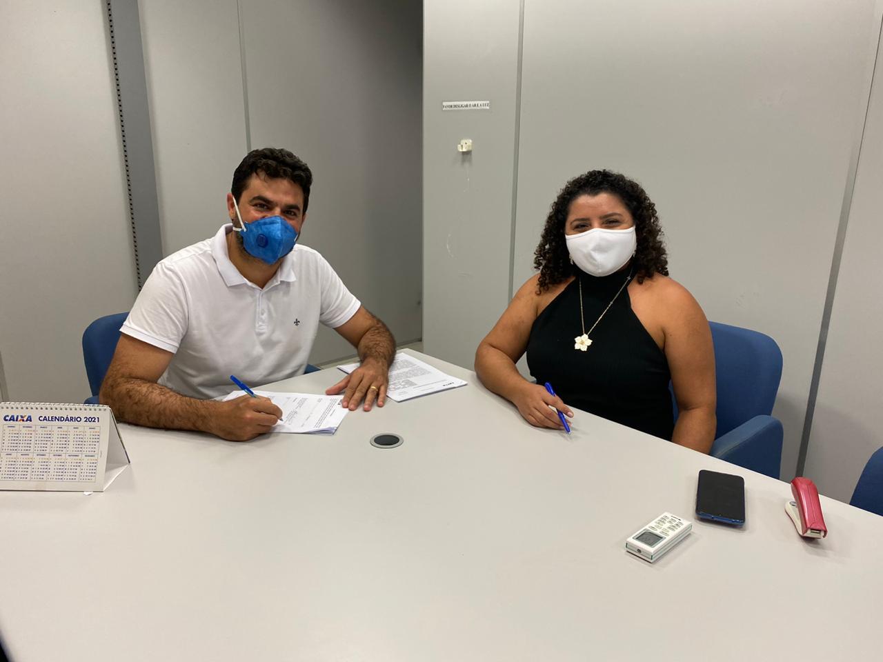 Prefeito de São Bento assina contrato com a Caixa para construção de Matadouro Público