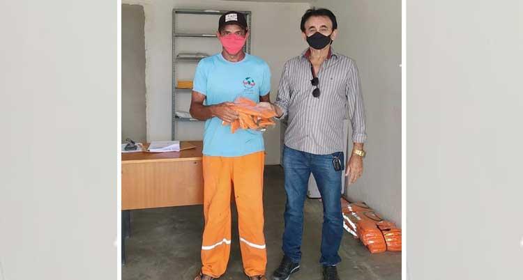 Entrega de uniformes para os agentes de limpeza pública em Mato Grosso