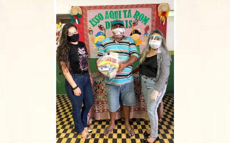 Secretaria de Educação entrega kits de alimentação escolar em Jericó