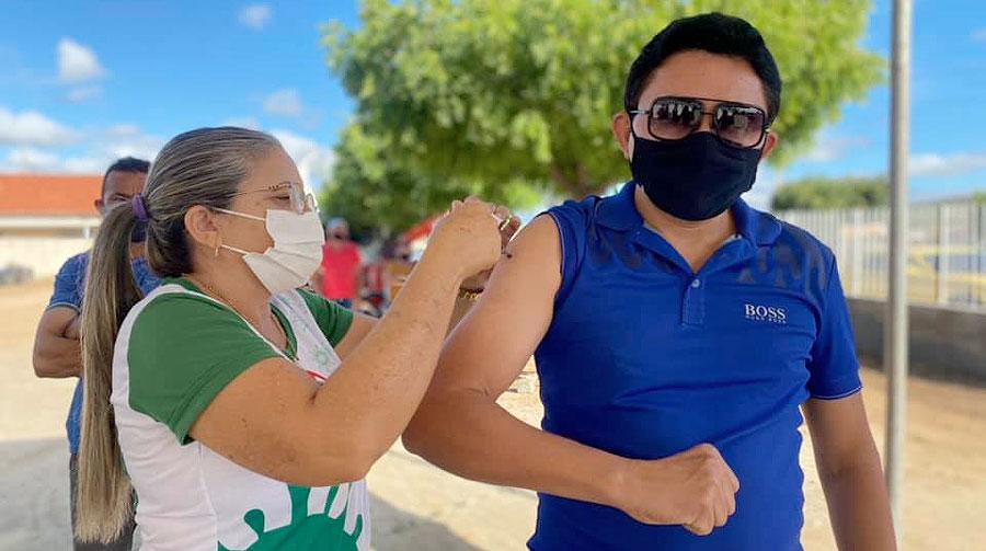 Mato Grosso inicia imunização de pessoas 40 anos ou mais sem comorbidades