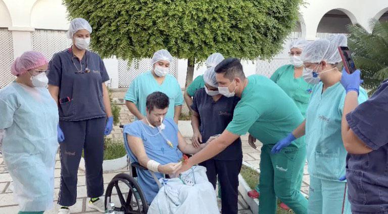 Paciente de Jericó se emociona com banho de sol no Hospital Regional de Patos